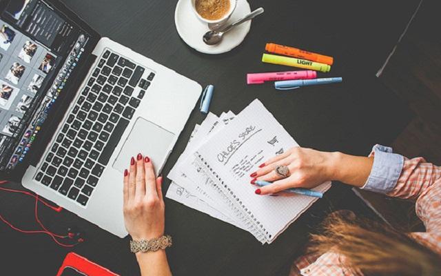 Nguồn thu nhập thụ động từ viết sách